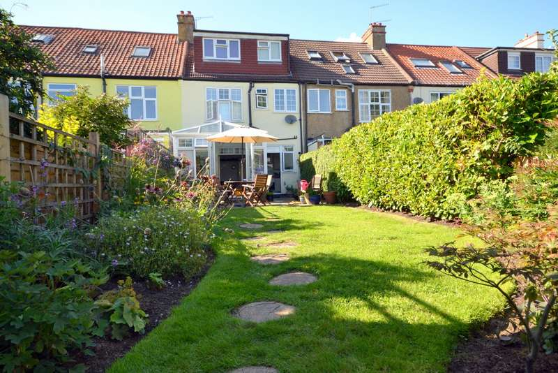 4 Bedrooms Terraced House for sale in Knaphill