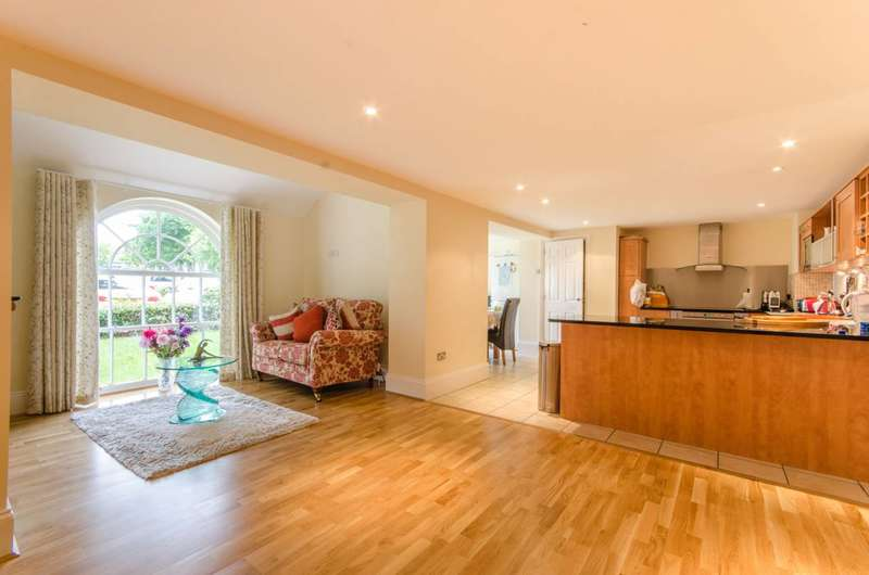 4 Bedrooms Flat for sale in Princess Park Manor, Friern Barnet, N11