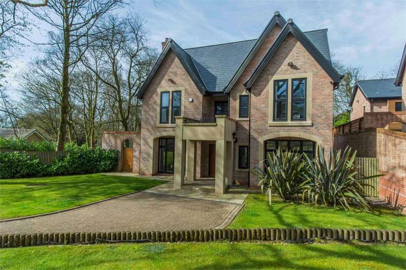5 Bedrooms Detached House for sale in The Laurels, Markland Hill, Heaton, Bolton, BL1