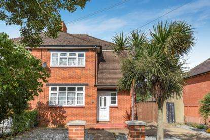 3 Bedrooms Semi Detached House for sale in Bridle Road, Croydon