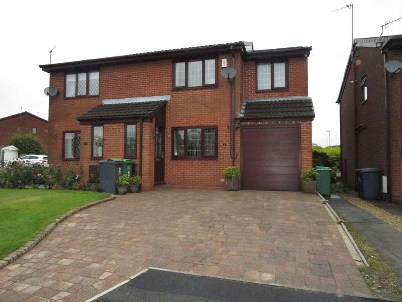 3 Bedrooms Semi Detached House for sale in Kingston Close, Shaw
