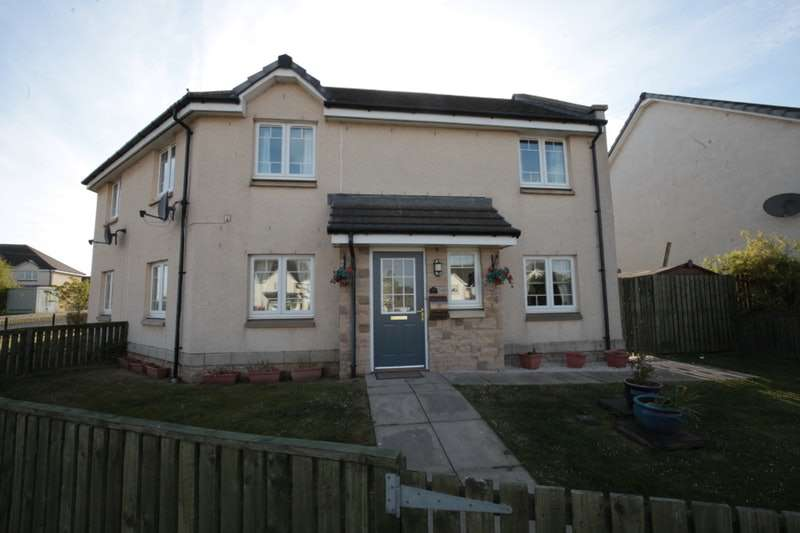 4 Bedrooms Semi Detached House for sale in Trondheim Parkway, Dunfermline, Fife, KY11