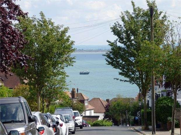4 Bedrooms Terraced House for sale in Beach Avenue, Leigh on sea, Leigh on sea, SS9 1HW