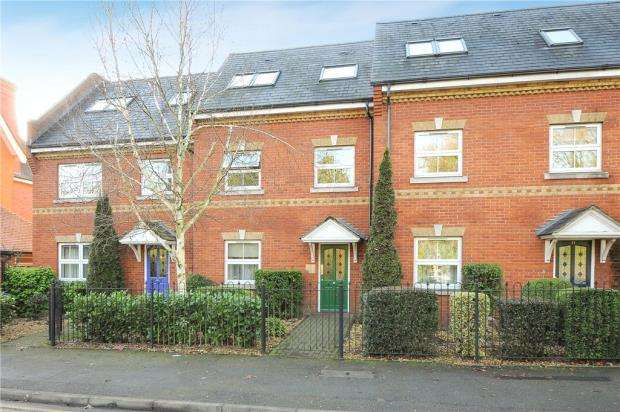 2 Bedrooms Apartment Flat for sale in Victoria Mews, St. Judes Road, Englefield Green
