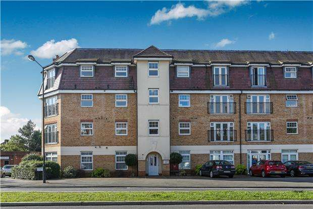 2 Bedrooms Flat for sale in Green Lane, MORDEN, Surrey, SM4 6FE