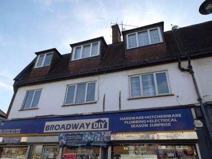 2 Bedrooms Flat for sale in The Broadway, Darkes Lane, Potters Bar, Hertfordshire