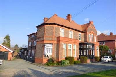 2 Bedrooms Flat for rent in Bidston Road, Oxton