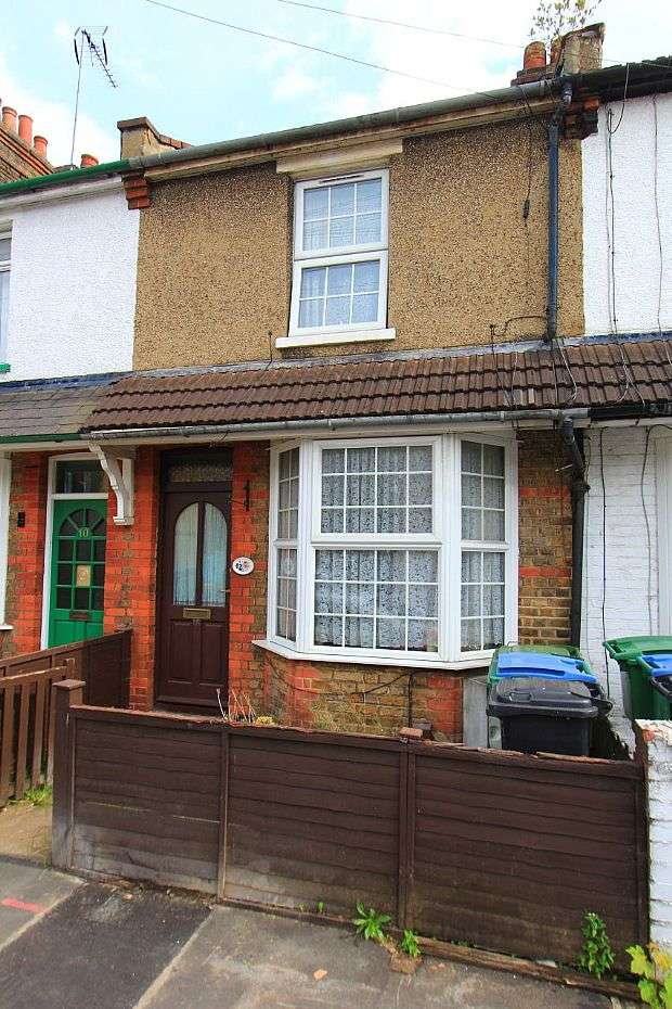 2 Bedrooms Terraced House for sale in Tucker Street, Watford, Hertfordshire, WD18
