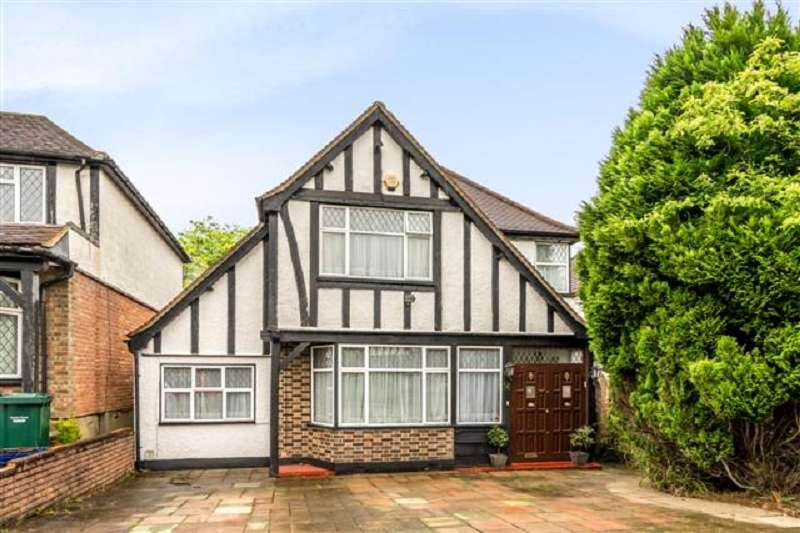 4 Bedrooms Detached House for sale in Kings Drive, Edgware, Greater London. HA8 8EE