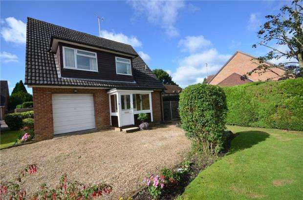 3 Bedrooms Detached House for sale in Jarvis Close, Eversley Centre, Hook