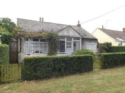 3 Bedrooms Bungalow for sale in Weeley Heath, Clacton-On-Sea, Essex