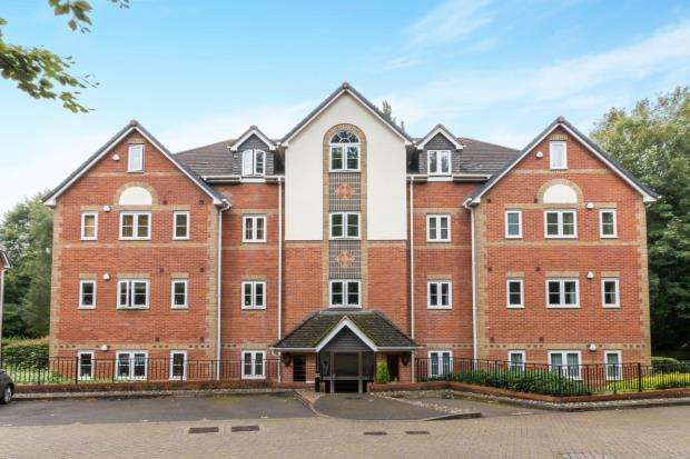 2 Bedrooms Flat for sale in Basingstoke, Hampshire, .