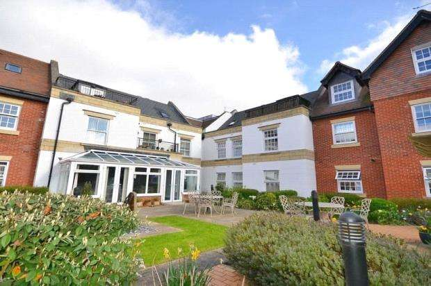 2 Bedrooms Retirement Property for sale in Penn House, Jennery Lane, Burnham