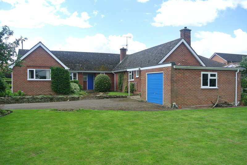 4 Bedrooms Detached Bungalow for sale in Old Post Office Lane, Badsey