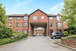 1 Bedroom Flat for sale in Maple Leaf Close, Biggin Hill, Westerham, Kent