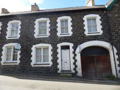 3 Bedrooms Terraced House for sale in Village Road, Llanfairfechan, Conwy, LL33