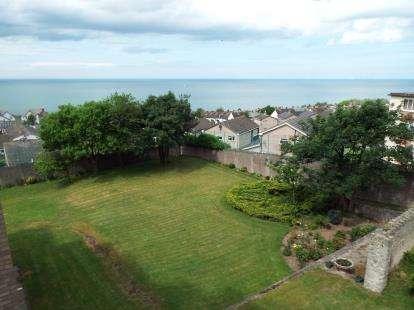 2 Bedrooms Flat for sale in Rhos Gwyn, Abergele Road, Colwyn Bay, Conwy, LL29