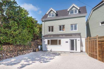 4 Bedrooms Detached House for sale in Ayr, St.Ives, Cornwall