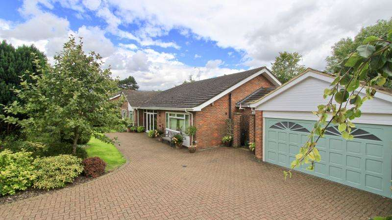 3 Bedrooms Detached Bungalow for sale in Upper Hollis, Great Missenden