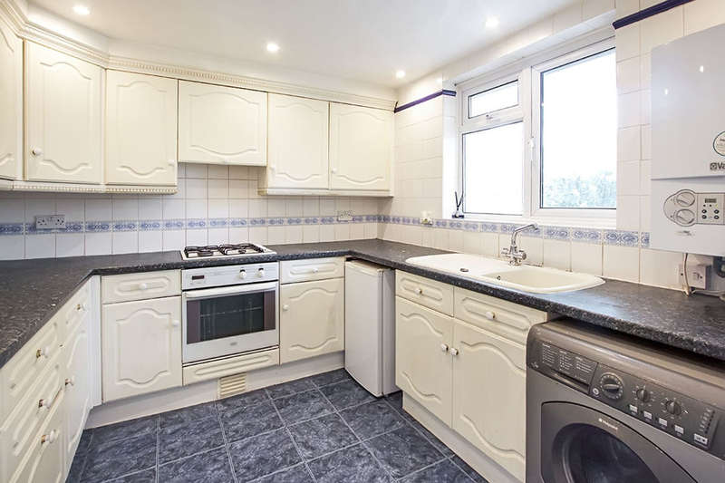 3 Bedrooms Flat for sale in Napier Road, London, E15