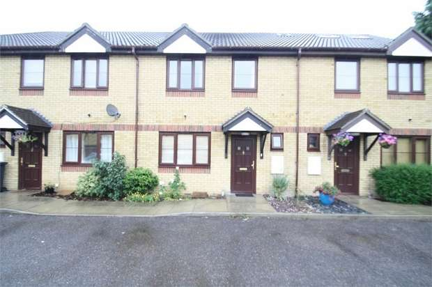3 Bedrooms Terraced House for rent in Hornscroft Close, Barking, Essex