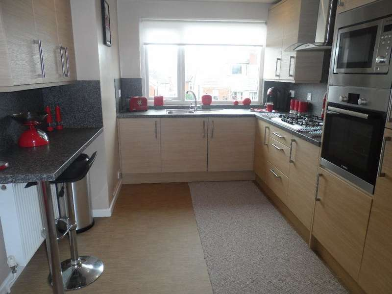 2 Bedrooms Flat for sale in Vine Court, Blackpool, FY2 9UL