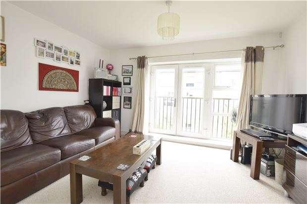 2 Bedrooms Flat for sale in Calder Court, Riverside Close, Romford, RM1 1EN