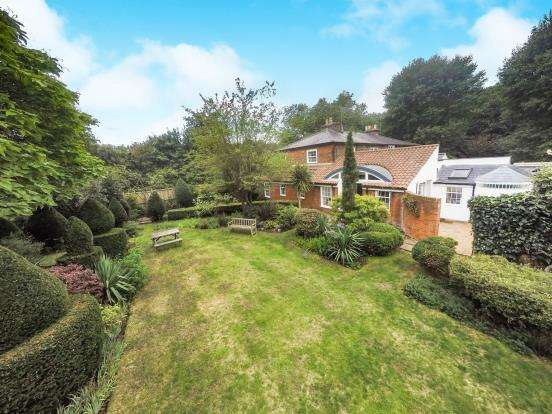 3 Bedrooms Semi Detached House for sale in Portsmouth Road, Esher, Surrey