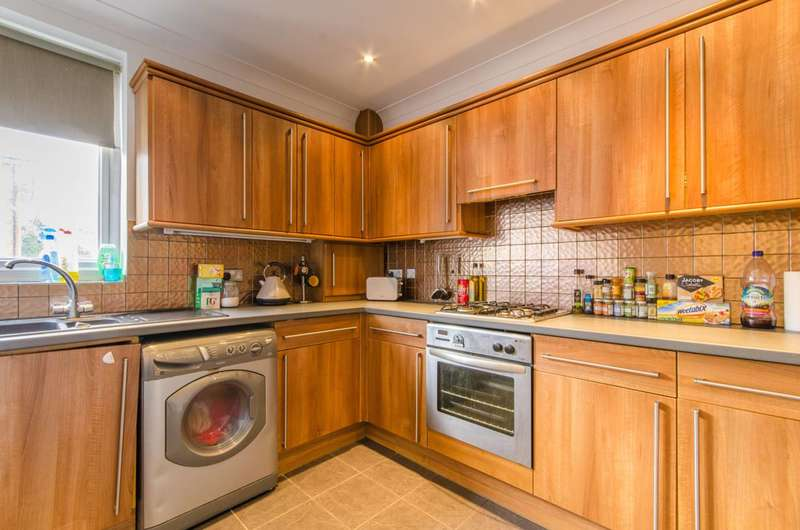 2 Bedrooms Maisonette Flat for sale in Lytton Road, New Barnet, EN5