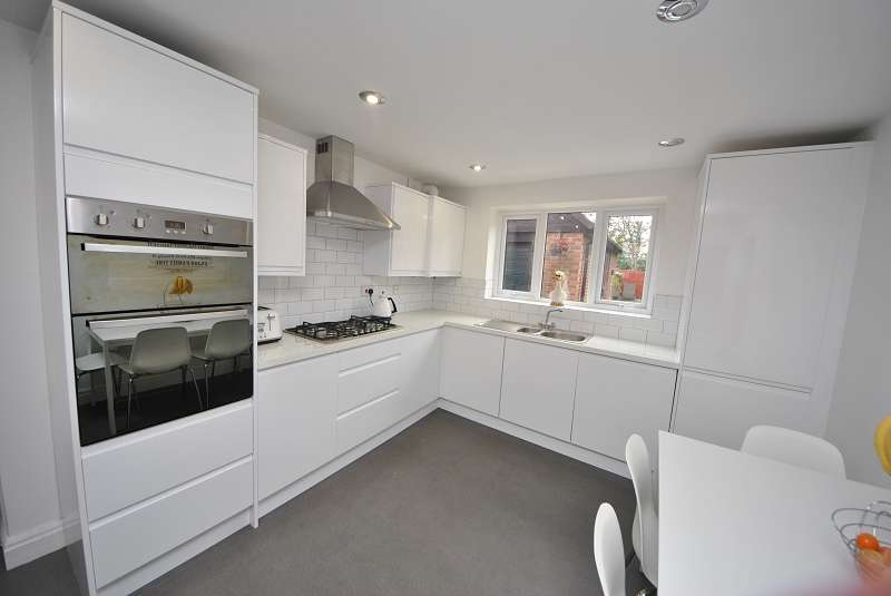 4 Bedrooms Detached House for sale in Lancaster Gate, Banks, Southport. PR9 8DT