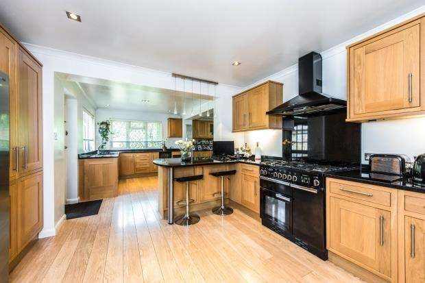 4 Bedrooms Bungalow for sale in Cobham, Surrey