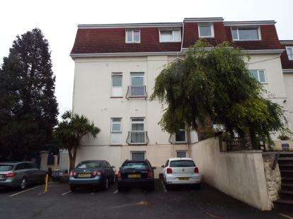 2 Bedrooms Flat for sale in Rousdown Road, Torquay, Devon