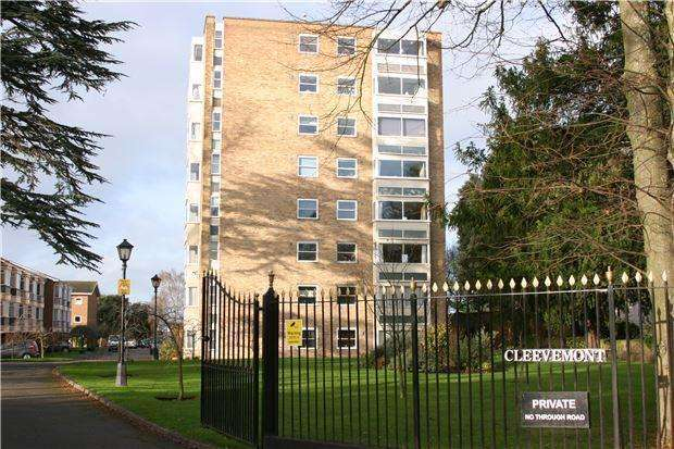 2 Bedrooms Flat for sale in Cleevemont, Evesham Road, CHELTENHAM, Gloucestershire, GL52 3JT