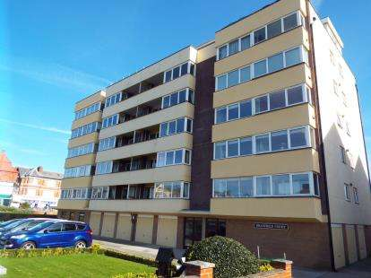 2 Bedrooms Flat for sale in Braxfield Court, St. Annes Road West, Lytham St. Annes, Lancashire, FY8