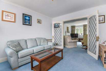 4 Bedrooms Detached House for sale in Garden Road, Bromley