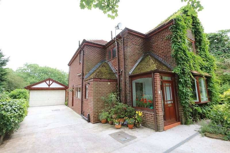 3 Bedrooms Detached House for sale in Hennel Lane, Walton-le-dale, Preston, Lancashire, PR5 4LE