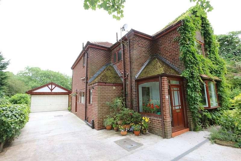 3 Bedrooms Detached House for sale in Hennel Lane, Walton-le-dale, Preston, Lancashire, PR5 4LE