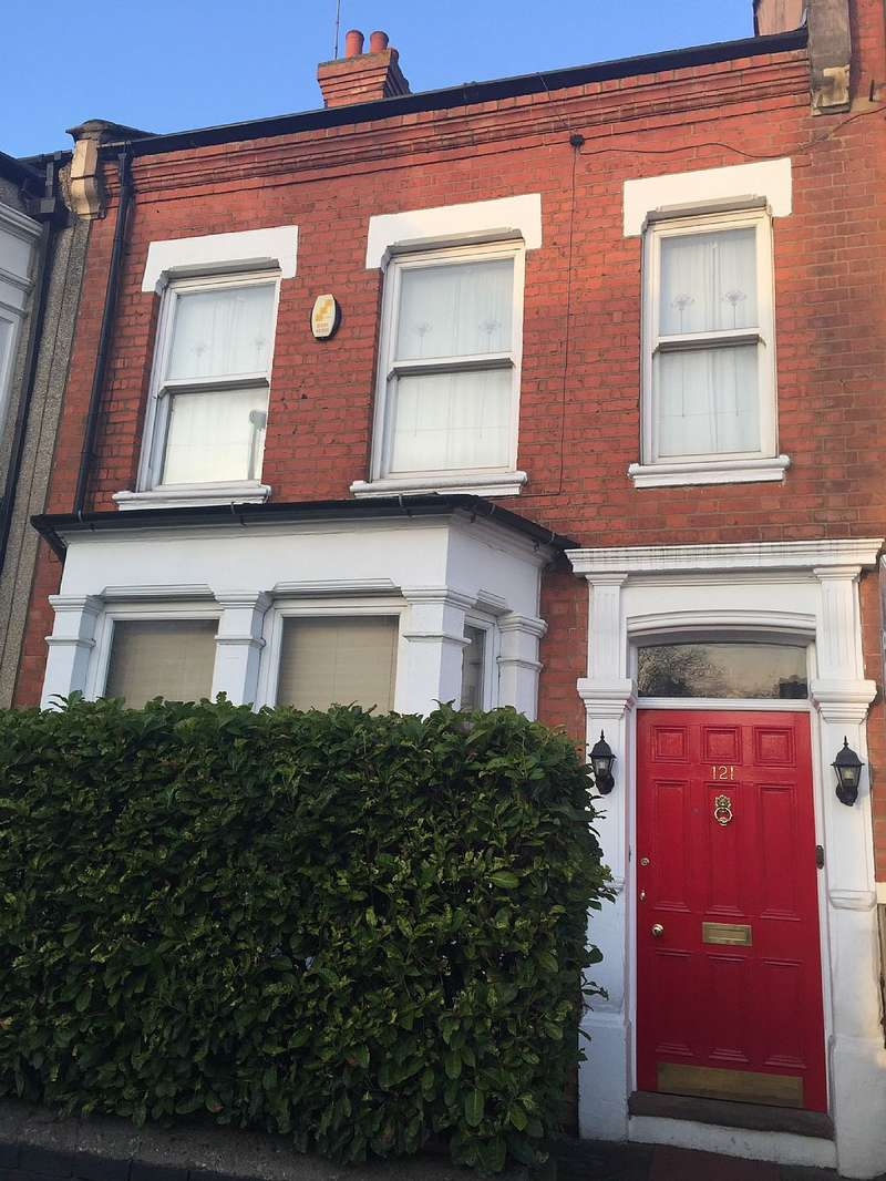5 Bedrooms Terraced House for sale in Holly Road, Northampton, Northamptonshire, NN1