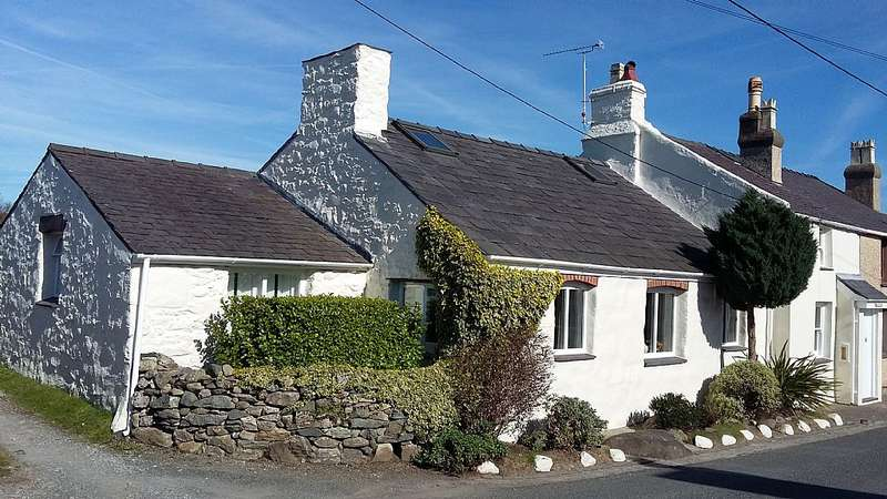 3 Bedrooms Cottage House for sale in Caeathro, Caernarfon, North Wales