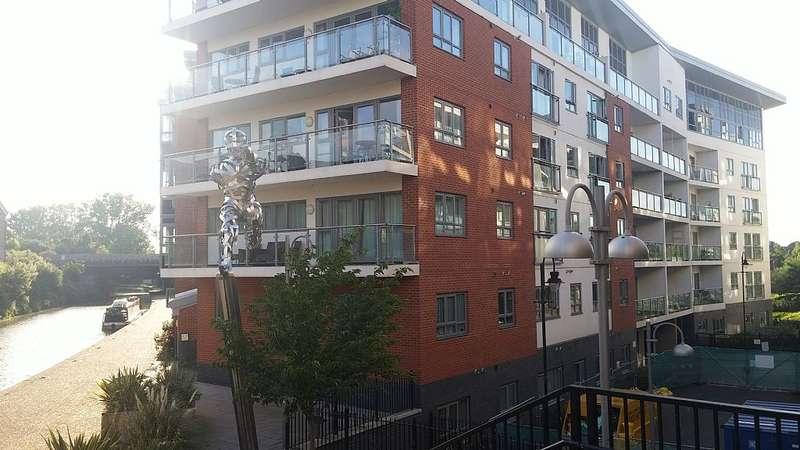 1 Bedroom Flat for sale in Trevithick Court Lonsdale, Wolverton Park, Milton Keynes, Buckinghamshire, MK12 5FN