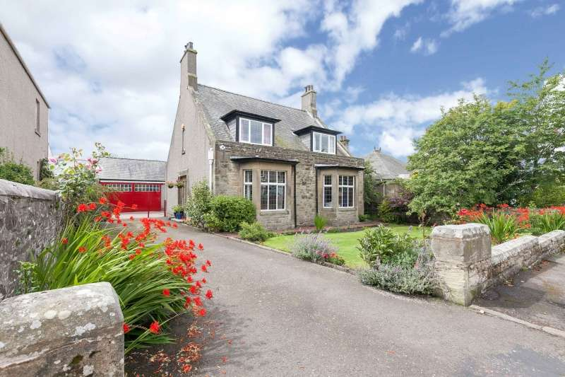 5 Bedrooms Detached House for sale in Albany Drive, Lanark, ML11 9AF
