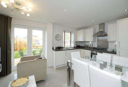 3 Bedrooms Semi Detached House for sale in Northampton Road, Brixworth