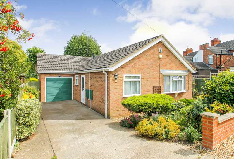 3 Bedrooms Detached Bungalow for sale in Woodland Road, Rushden