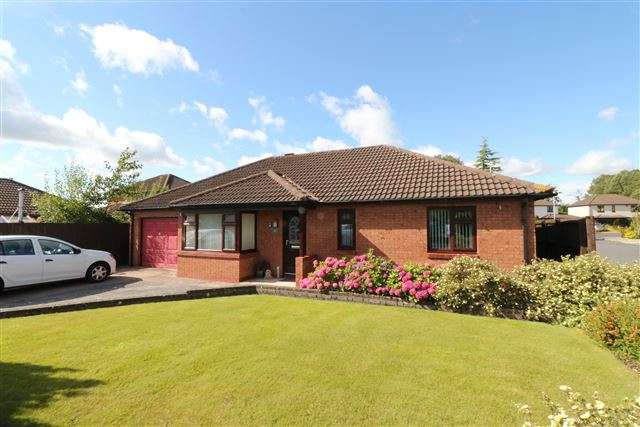 3 Bedrooms Bungalow for sale in Newfield Drive, Carlisle, Cumbria, CA3 0AG