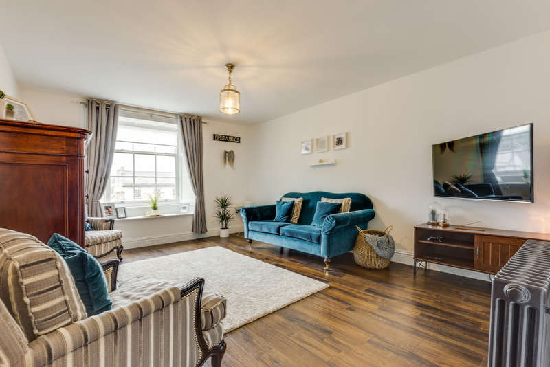 1 Bedroom Flat for sale in Flat 3, 54 Stramongate, Kendal, Cumbria LA9 4BD