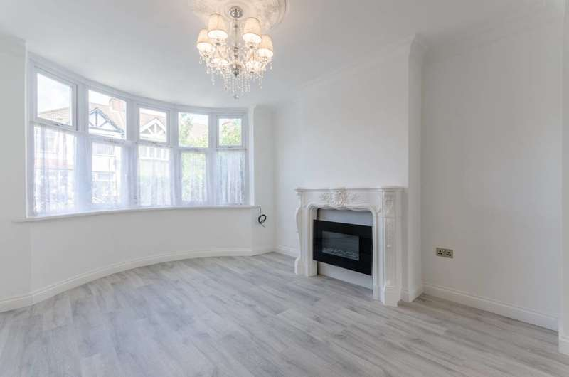 4 Bedrooms House for sale in Lincoln Crescent, Bush Hill Park, EN1
