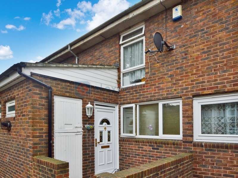3 Bedrooms Terraced House for sale in Swetenham Walk, Woolwich SE18