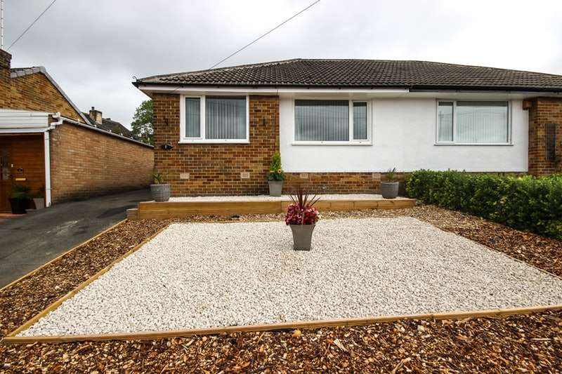 2 Bedrooms Bungalow for sale in Fenay Drive, Huddersfield, West Yorkshire, HD8
