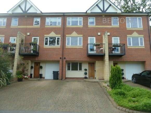 4 Bedrooms Town House for rent in Scholes Lane, Manchester
