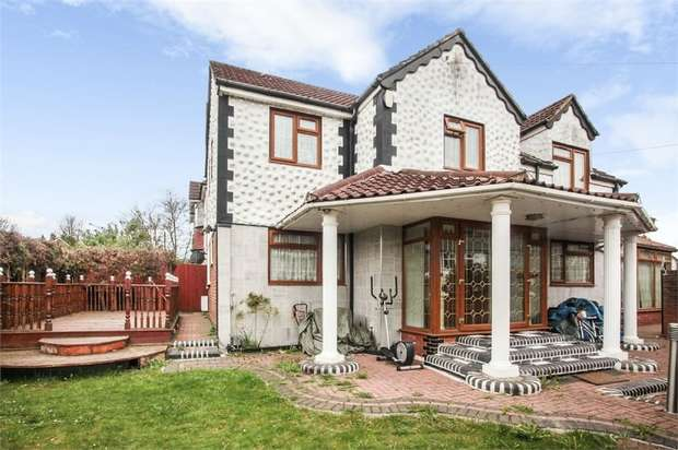5 Bedrooms Detached House for sale in Westmorland Avenue, Luton, Bedfordshire